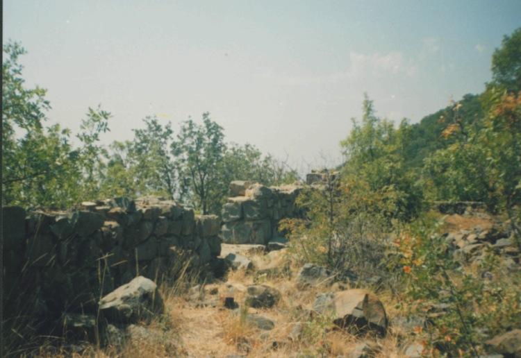 Развалины средневековых построек на Аю-Даге