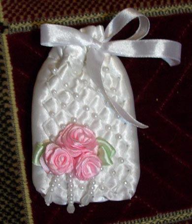 Часть 1. Часть 2. Энн Кокс.Вышивка шелковыми лентами.Часть... сплести и вышить.  Розы вышитые лентой.